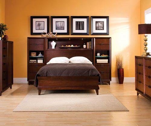 Оранжевый цвет стен в спальне